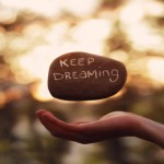 wallpaper_keep_dreaming_by_analaurasam-d682198
